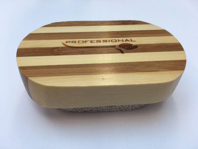 Puimsteen met houten greep